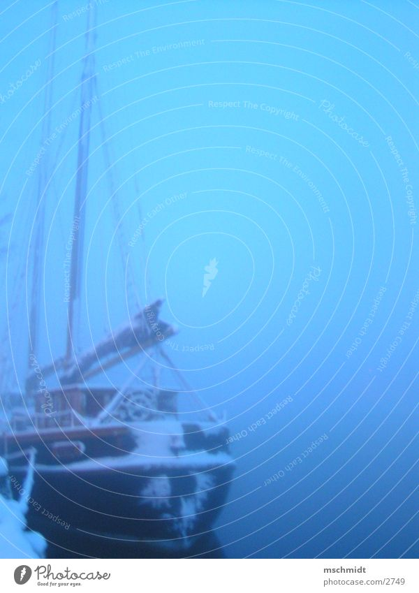 ahoi Wasser Wasserfahrzeug Nebel Hafen historisch Strommast Segel