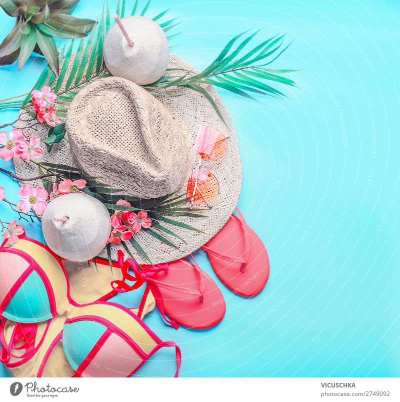 Sommer Strand Accessoires und Kokosnuss Getränke Longdrink Cocktail Stil Design Ferien & Urlaub & Reisen Tourismus Abenteuer Sommerurlaub Meer feminin Bikini