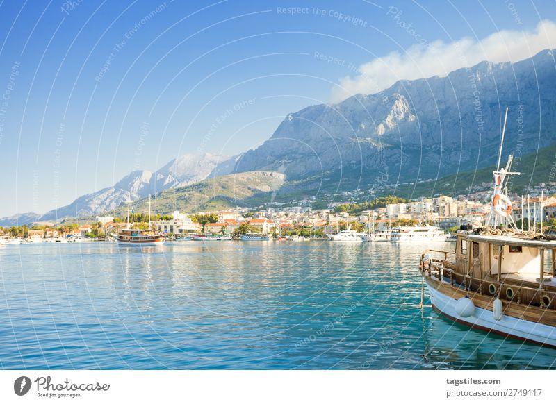 Makarska, Dalmatia, Croatia Adria Bucht Wasserfahrzeug Stadt Küste Kroatien Dalmatien Europa Fischerdorf Hafen historisch Landschaft Mittelmeer Berge u. Gebirge