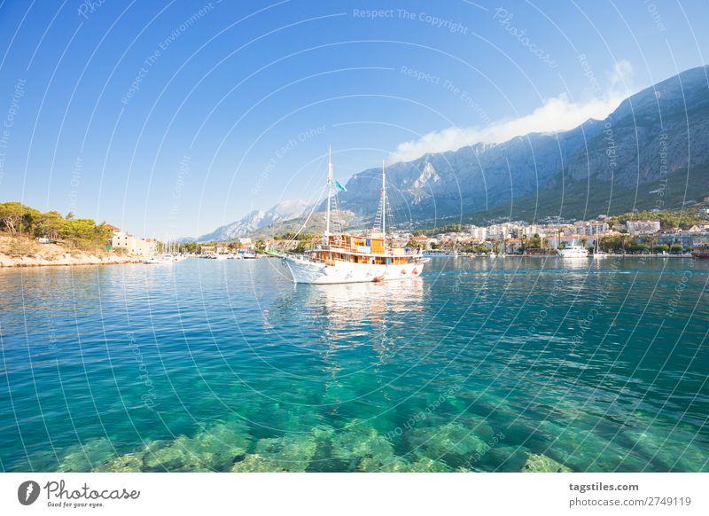 Makarska, Dalmatia, Croatia, Europe Adria Bucht Strand Küste Kroatien Dalmatien verträumt Fischerdorf Hafen Idylle Landschaft schön Mittelmeer Berge u. Gebirge