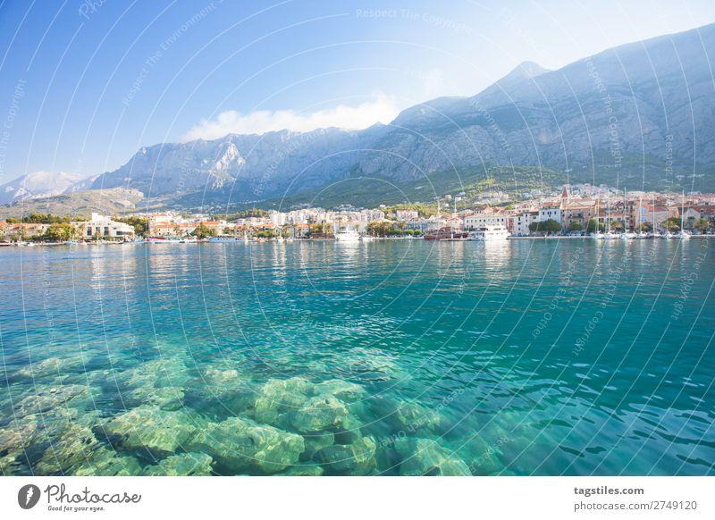MAKARSKA, DALMATIA, CROATIA Adria Bucht Strand Stadt Küste Kroatien Dalmatien verträumt Fischerdorf Hafen Idylle Landschaft Makarska Mittelmeer Berge u. Gebirge
