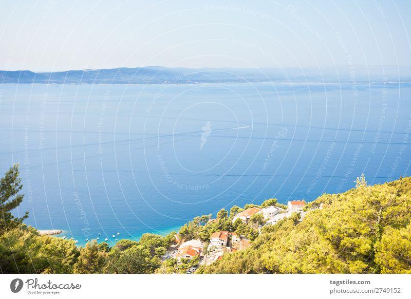 BRELA, KROATIEN Adria Strand blau Brela ruhig Küste Kroatien Dalmatien verträumt Freiheit Hafen Idylle Insel Landschaft Lifestyle Berge u. Gebirge Natur