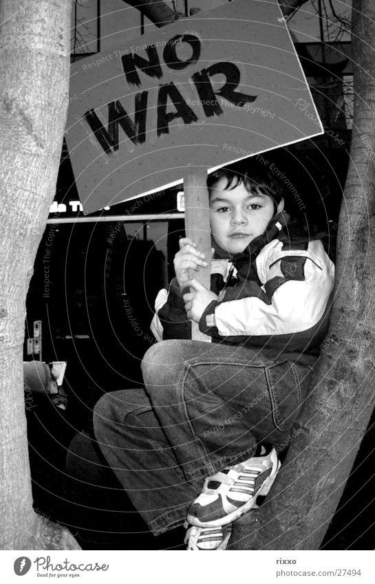 """No War"" Krieg protestieren Demonstration Kanada Frieden Kind USA Bush"