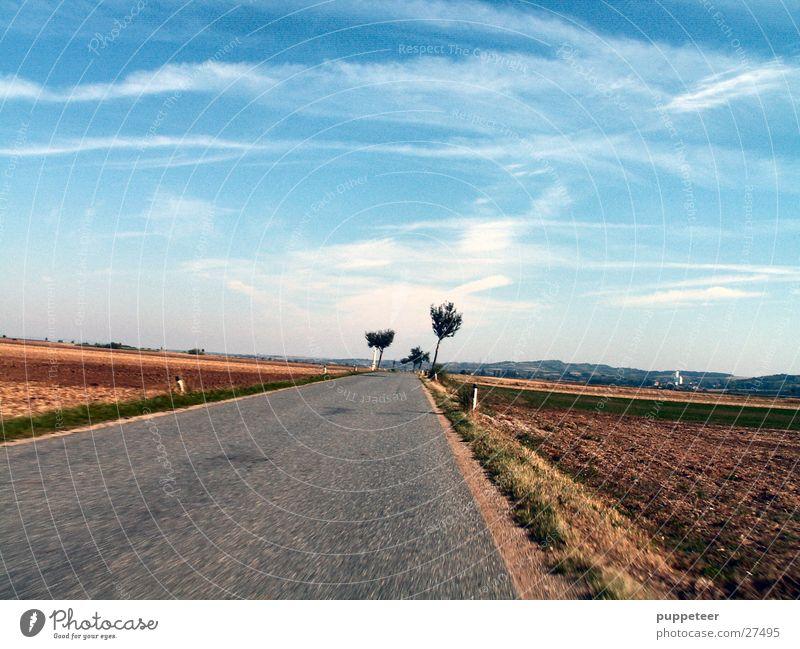 fast forward Himmel blau Wolken Straße Bewegung Feld Horizont Geschwindigkeit Landstraße