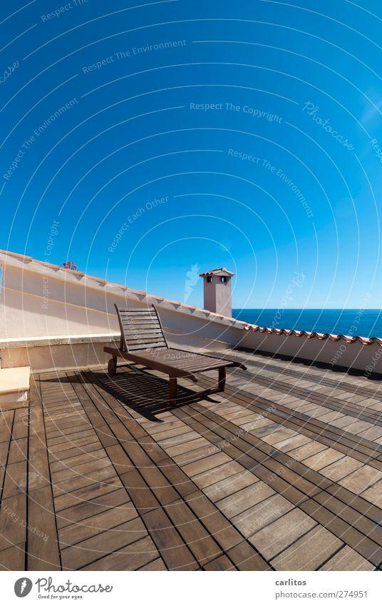 Die weiteren Aussichten: Urelemente Luft Wasser Wolkenloser Himmel Sommer Schönes Wetter Meer Mittelmeer Haus Terrasse Dach Schornstein Erholung liegen träumen