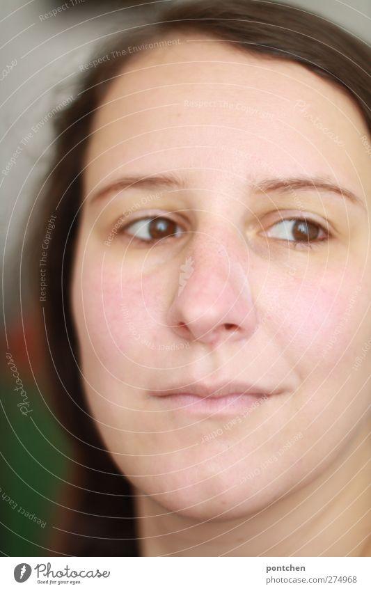 angedeutetes Lächeln Mensch Frau Jugendliche Erwachsene Haare & Frisuren Junge Frau Kopf hell 18-30 Jahre