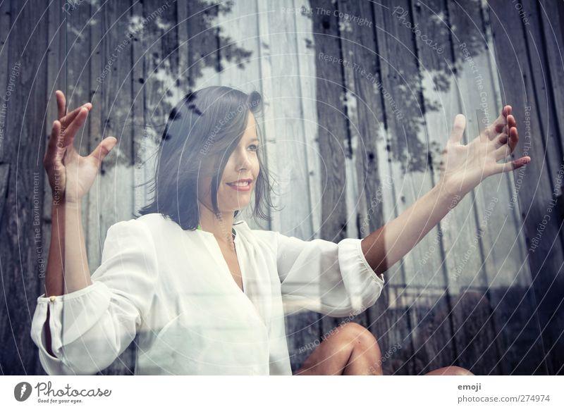 verglast feminin Junge Frau Jugendliche Erwachsene 1 Mensch 18-30 Jahre Bluse schwarzhaarig brünett schön Glas Glasscheibe Farbfoto Außenaufnahme Tag