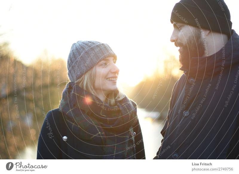 Sonnenschein, Mann & Frau, Paar, Mützen, Winter Erwachsene Partner 2 Mensch 18-30 Jahre Jugendliche 30-45 Jahre Sonnenlicht Schönes Wetter Schal blond Bart