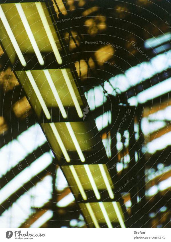 Unvollständig Lampe Technik & Technologie kaputt Bahnhof Neonlicht unvollendet Elektrisches Gerät Leuchtstoffröhre