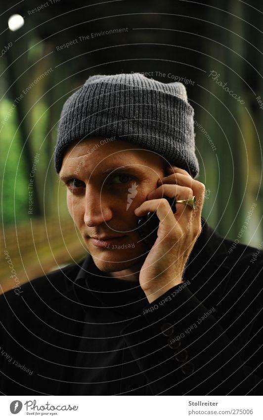 Mann am Telefon Flirten Student Büroarbeit Telekommunikation sprechen Handy maskulin Junger Mann Jugendliche Erwachsene Kopf Gesicht Auge Nase Mund Lippen 1
