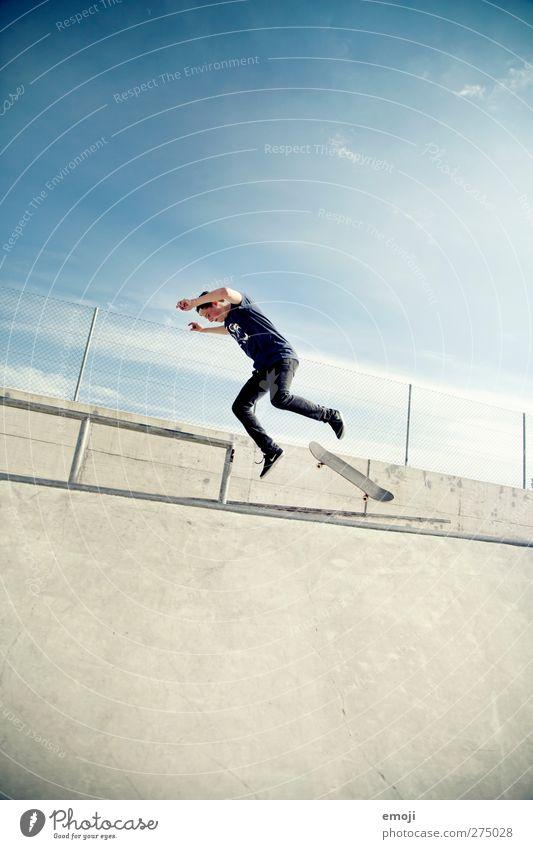 ob das gut geht? Mensch Jugendliche blau Erwachsene Sport grau Junger Mann 18-30 Jahre Aktion einzeln fallen Skateboarding Sturz Momentaufnahme Dynamik Skateboard