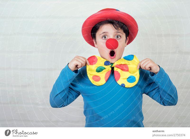 Kind mit Clownsnase und Hut Lifestyle Freude Feste & Feiern Karneval Halloween Geburtstag Mensch maskulin Kindheit 1 8-13 Jahre Theater Zirkus Lächeln lachen