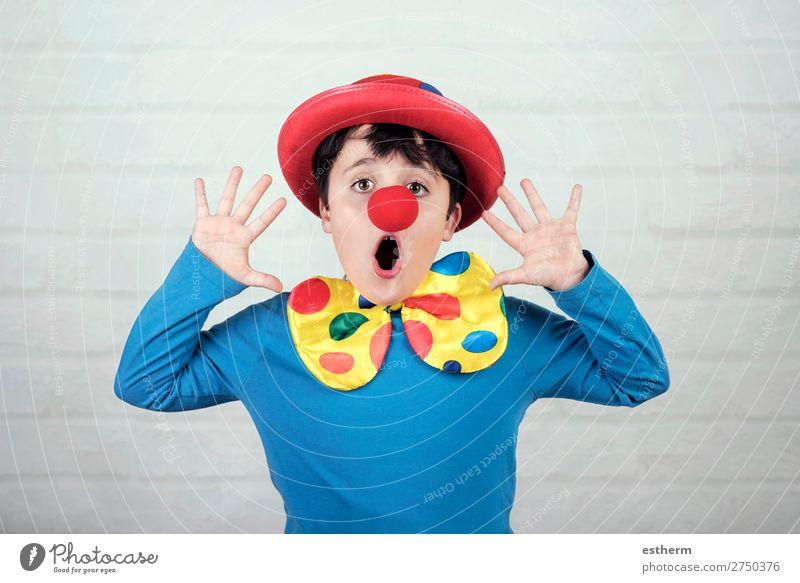 Kind mit Clownsnase und Hut Lifestyle Freude Feste & Feiern Karneval Halloween Geburtstag Mensch maskulin Kindheit 1 8-13 Jahre Theater Zirkus Fitness Lächeln