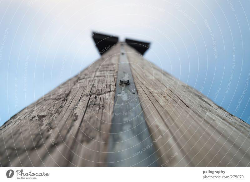 ohne mich hält hier nichts Wolkenloser Himmel Schönes Wetter Turm Holz Metall anstrengen Baumstamm Schraube Linie Blauer Himmel Holzpfahl Holzstruktur Maserung