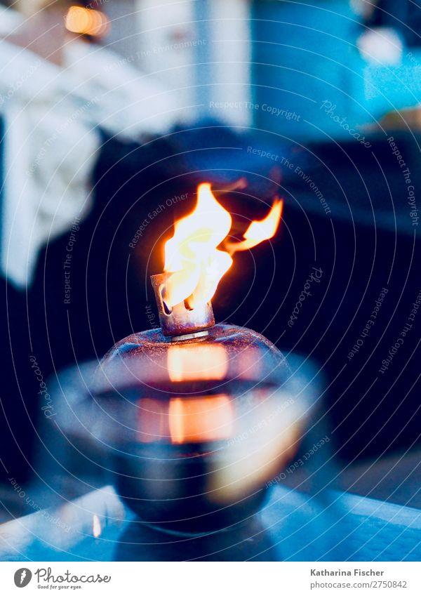 Feuer Lampe glänzend blau gelb gold schwarz weiß Flamme Abenddämmerung Erholung genießen heizen Farbfoto Außenaufnahme Menschenleer Dämmerung Licht