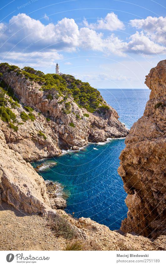 Malerische Bucht mit Leuchtturm Capdepera, Mallorca. Ferien & Urlaub & Reisen Ausflug Abenteuer Ferne Freiheit Sommer Sonne Meer Insel Natur Landschaft Himmel