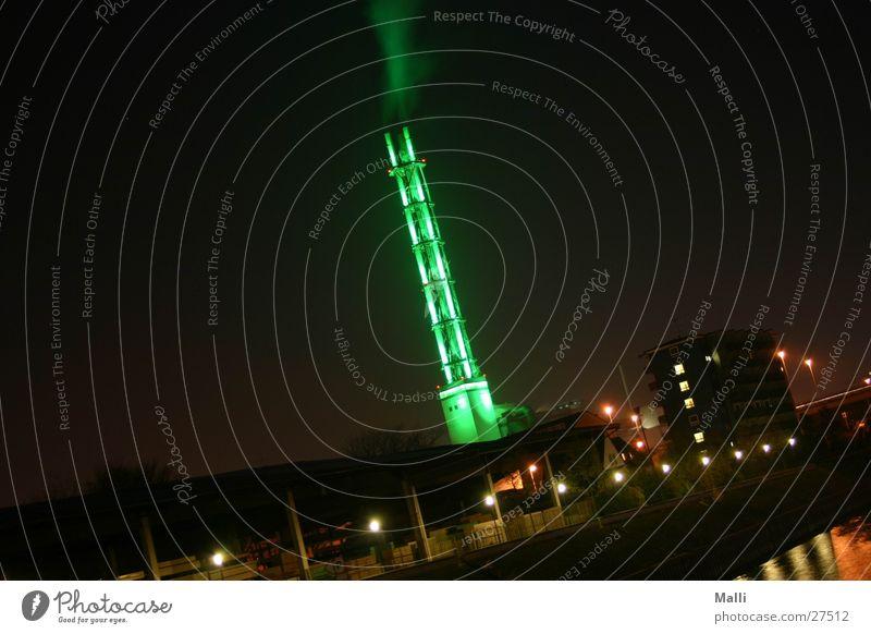 alles im grünen bereich Stadtwerke Duisburg Nacht Langzeitbelichtung Rauch Elektrizität Architektur Turm Wasserdampf Industriefotografie Hafen