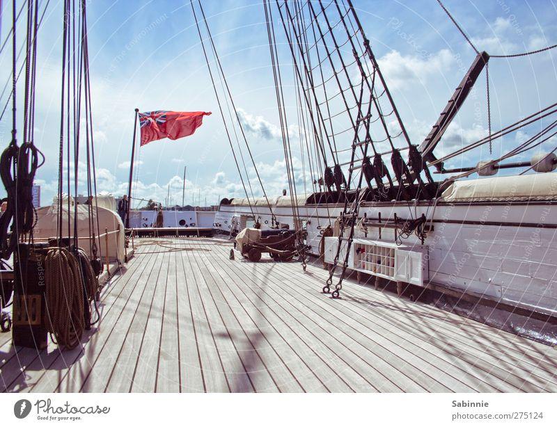 An Bord Himmel blau Sommer Wolken grau braun Klima Seil Schönes Wetter Fahne Segeln Schifffahrt Leiter Schiffsdeck Segelschiff Schiffsplanken