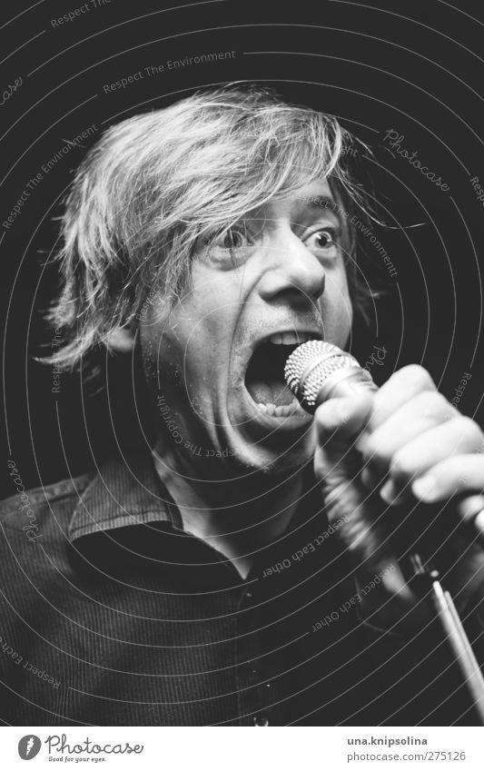 rampensau Mensch Mann Freude Erwachsene lustig Musik blond maskulin verrückt authentisch einzigartig Hemd schreien Mikrofon singen kurzhaarig