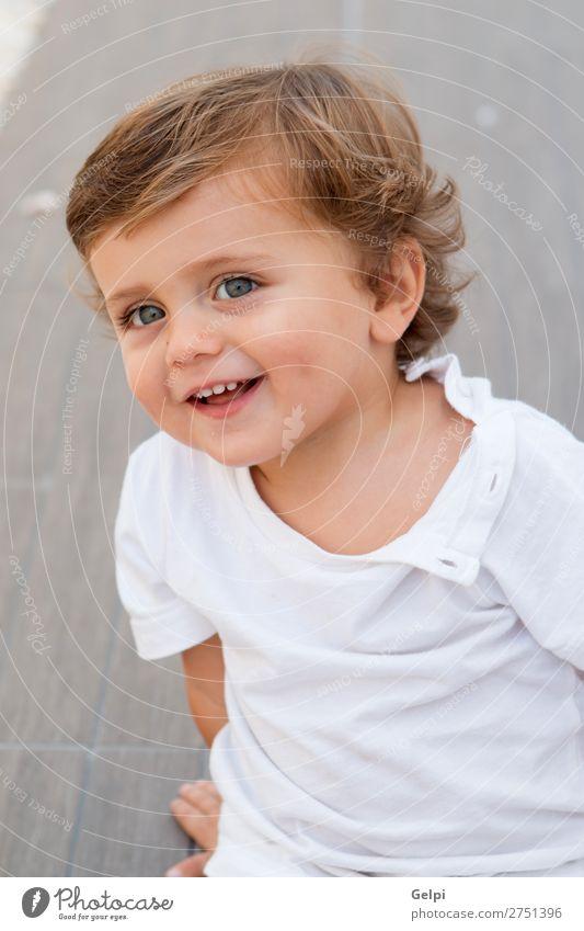 Kind Mensch Mann Sommer blau schön weiß Freude Gesicht Lifestyle Erwachsene Leben lustig Gefühle Glück Junge