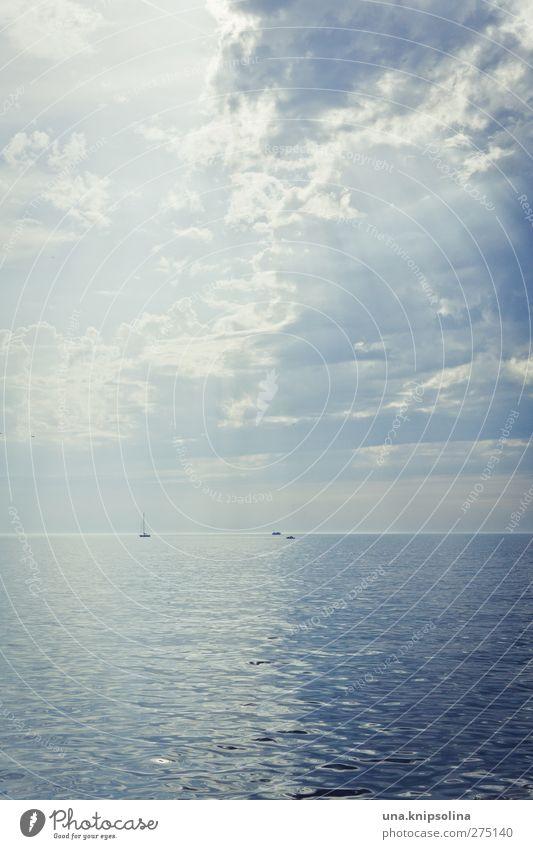 halbiert Himmel Ferien & Urlaub & Reisen Sommer Meer Wolken Ferne Landschaft Freiheit Horizont Wellen außergewöhnlich Tourismus leuchten Wandel & Veränderung