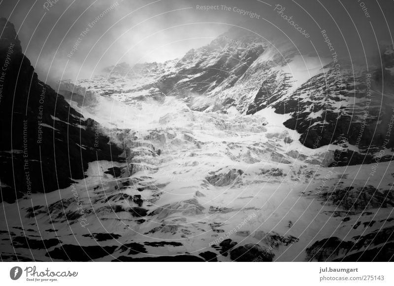 On Tour Ausflug Abenteuer Expedition Schnee Berge u. Gebirge wandern Klettern Bergsteigen Umwelt Natur Landschaft Wolken Winter Wetter Nebel Felsen Alpen