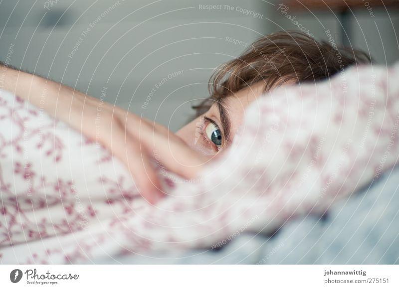 sonntagmorgen. III maskulin Junger Mann Jugendliche Gesicht Auge Hand 18-30 Jahre Erwachsene schlafen Gefühle Vertrauen Sicherheit Schutz Geborgenheit Romantik