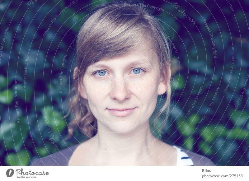 Mit dir. Mensch Jugendliche schön ruhig Erwachsene Gesicht Auge feminin Gefühle Glück Junge Frau Zufriedenheit blond natürlich 18-30 Jahre Lächeln