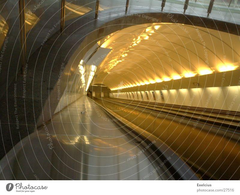 Ein Unendlicher Tunnel U-Bahn Ferne Rolltreppe Prag Unendlichkeit Architektur