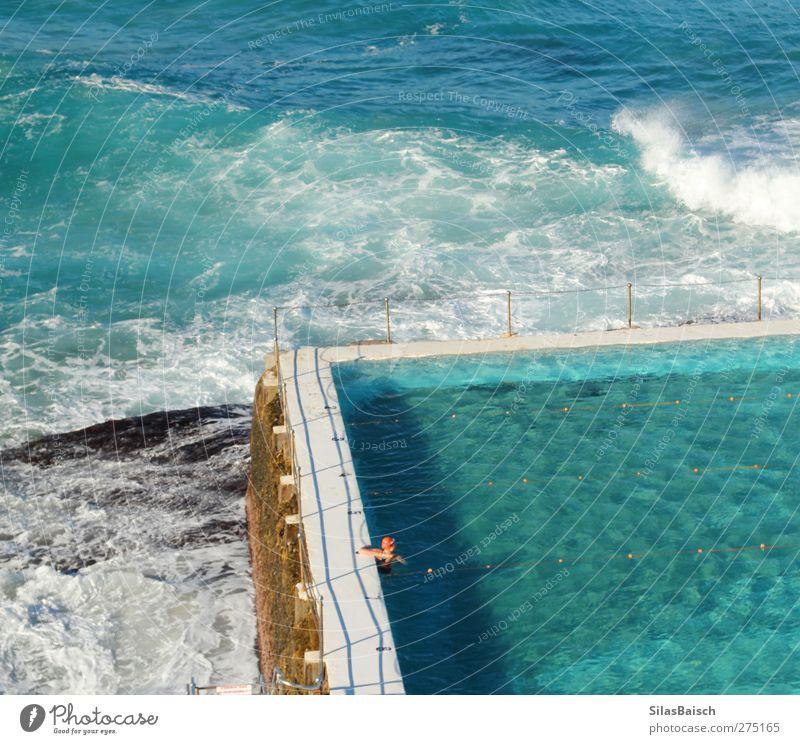 Swimming Pool Mensch blau Wasser Ferien & Urlaub & Reisen Sommer Meer Erholung Leben Küste Schwimmen & Baden Wellen Tourismus einzeln Schwimmbad türkis