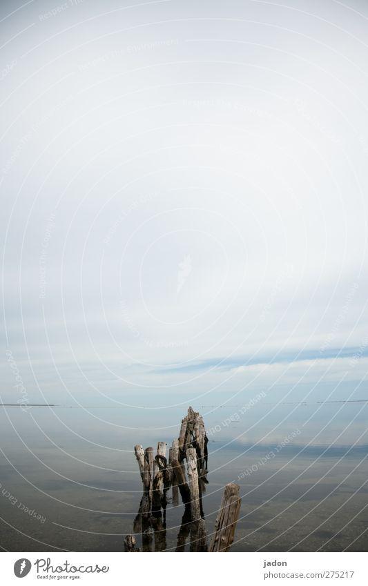 reise nach nirgendwo. Himmel Natur blau alt Wasser Sommer Meer Ferne Landschaft Wege & Pfade Horizont Zeit außergewöhnlich Urelemente Schönes Wetter Neugier