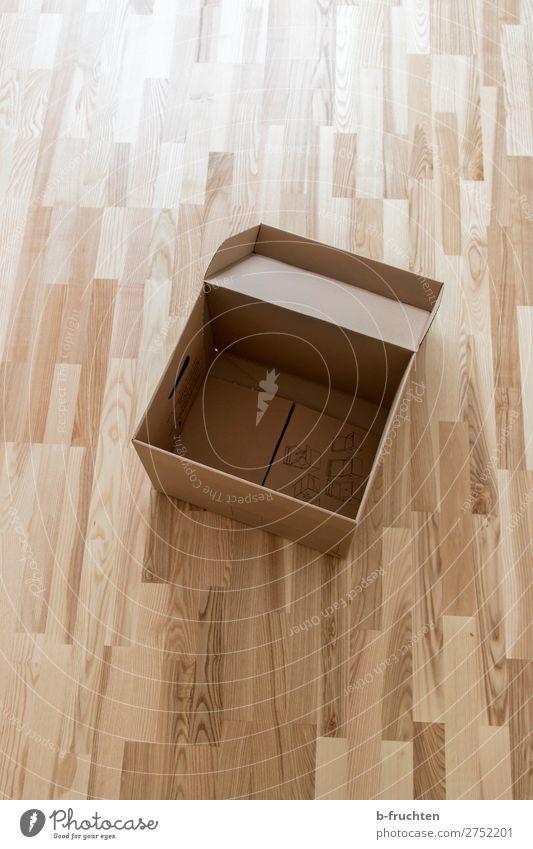 Leerer Karton Wohnung Umzug (Wohnungswechsel) einrichten wählen gebrauchen leer Umzugskarton füllen Boden Parkett einfach bescheiden Kasten Schachtel Büro Idee