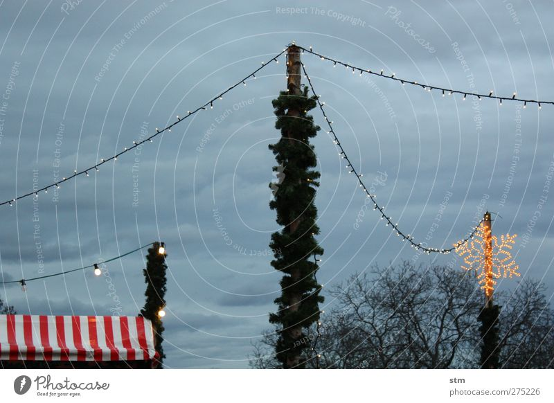 wer mag glühwein? Wolken historisch Dorf Jahrmarkt Schneeflocke Zelt Weihnachtsmarkt Lichterkette Markt Glühwein Schutz