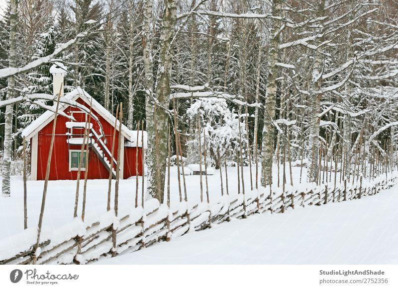 Natur alt Farbe schön weiß Landschaft rot Baum Haus ruhig Wald Winter Architektur Holz Schnee Gebäude