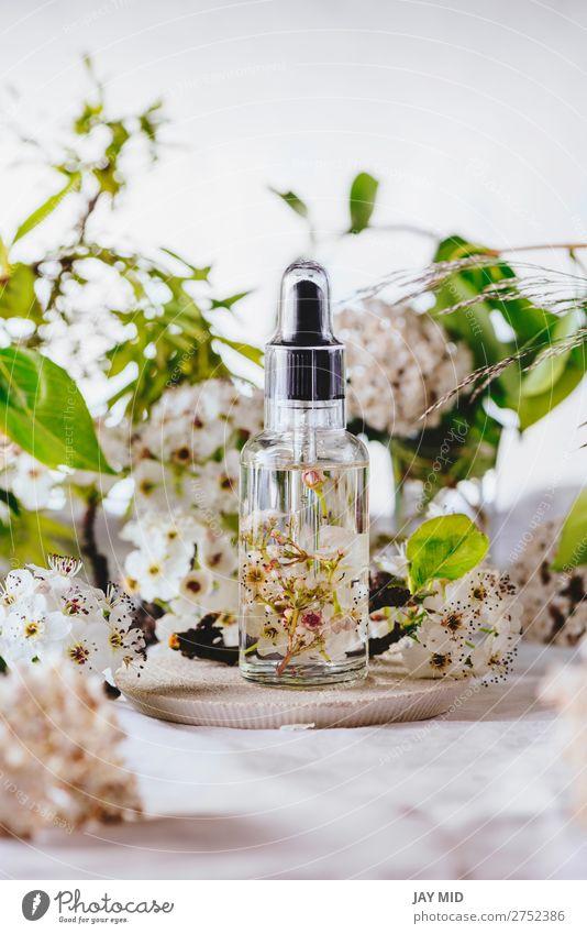 Ätherisches Öl, mit natürlichen Kirschblüten Kräuter & Gewürze Lifestyle Körperpflege Kosmetik Gesundheitswesen Behandlung Seniorenpflege Medikament Wellness
