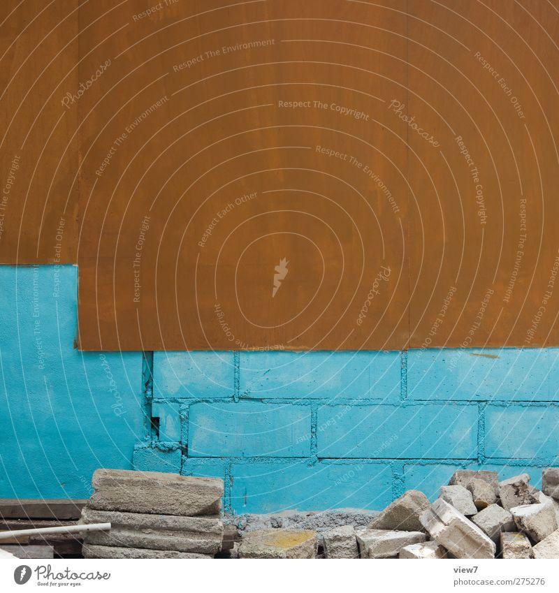 Mut zur Farbe blau alt Haus Wand Architektur Mauer Stein Gebäude Linie braun Fassade dreckig Beginn Beton modern frisch