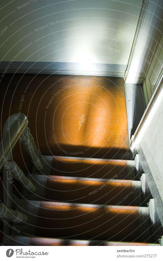 Self Häusliches Leben Haus Innenarchitektur Raum Körper 1 Mensch Stadt Stadtzentrum Bauwerk Gebäude Architektur Mauer Wand Treppe bedrohlich Treppenhaus