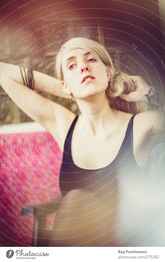 ° Mensch Jugendliche schön Erwachsene Erholung feminin Erotik Wärme Haare & Frisuren Junge Frau träumen blond 18-30 Jahre elegant weich dünn