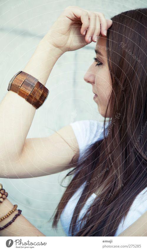 beschmückt feminin Jugendliche 1 Mensch 18-30 Jahre Erwachsene Accessoire Schmuck brünett langhaarig schön Farbfoto Außenaufnahme Tag Porträt Profil