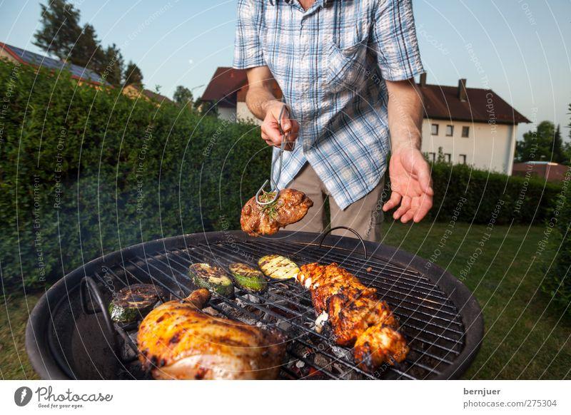 it's that time again, dear Lebensmittel Fleisch Lifestyle Garten Feste & Feiern Mensch maskulin Arme Hand 1 Grill genießen Kontrolle Grillen Steak Hühnchen Haxe