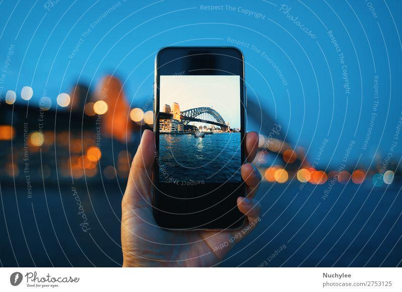 Hand haltender Smartphone-Bildschirm beim Fotografieren Lifestyle Ferien & Urlaub & Reisen Tourismus Meer Nachtleben Telefon PDA Computer Technik & Technologie