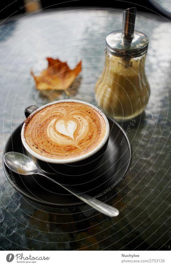 Heiße Tasse Kaffeemilch und Flachweiß Dessert Frühstück Getränk Espresso Tisch Kunst Herbst frisch heiß braun schwarz aromatisch Herbstlaub Hintergrund Café