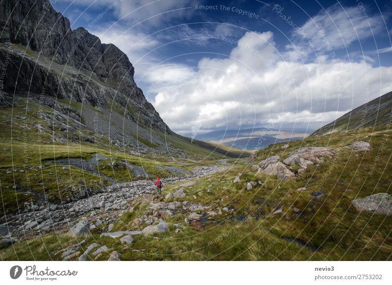 Das schottische Hochland Leben Ferien & Urlaub & Reisen Berge u. Gebirge wandern Sport Natur Landschaft Wetter Schönes Wetter Gras Feld frei natürlich blau grün