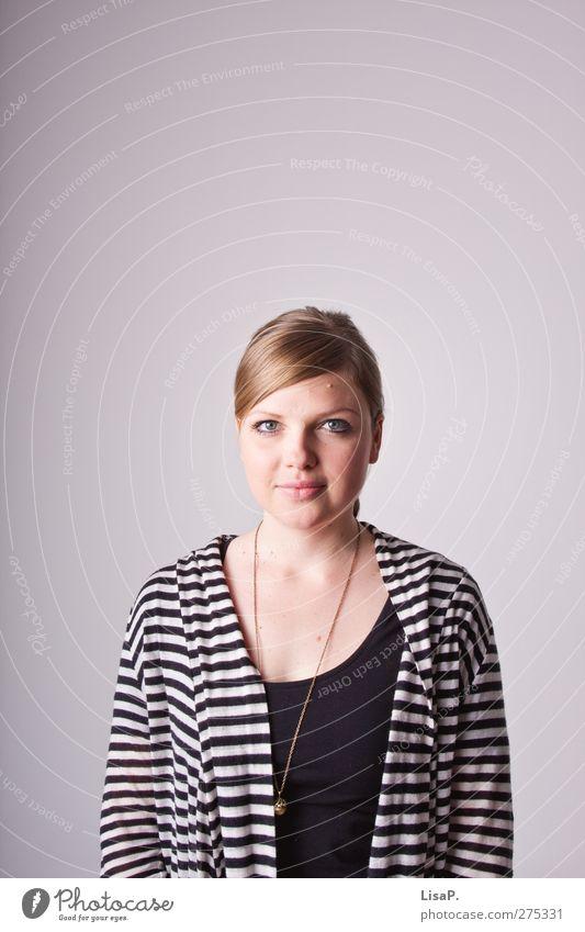 biometrie tirili feminin Junge Frau Jugendliche Gesicht 1 Mensch 18-30 Jahre Erwachsene blond Scheitel authentisch Halskette gestreift Farbfoto Studioaufnahme