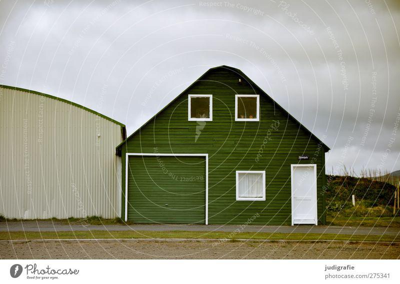 Island grün Wolken Haus Fenster kalt Wand Holz Mauer Gebäude Fassade Häusliches Leben einzigartig Hütte Einfamilienhaus