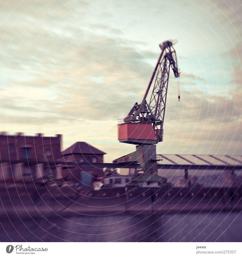 Stahlgiraffe Himmel blau alt Wasser weiß rot Wolken schwarz Gebäude Industrie Hafen Fabrik Kran Hafenkran