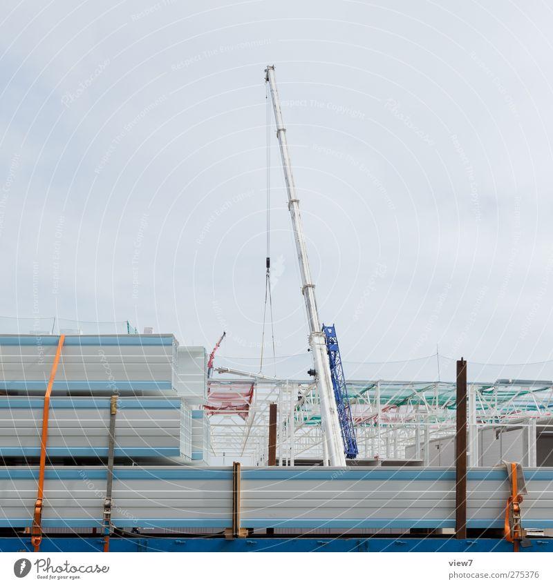 Autokran Handwerker Arbeitsplatz Baustelle Wirtschaft Industrie Business Industrieanlage Fabrik Gebäude Architektur Mauer Wand Verkehr Fahrzeug Metall