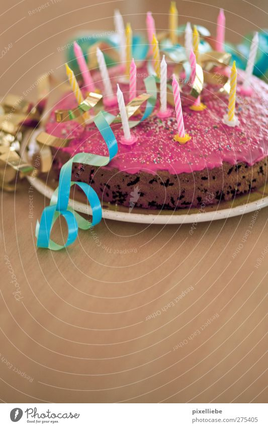 Happy Birthdaaay... Freude Holz Feste & Feiern Kindheit Geburtstag Fröhlichkeit Tisch Kerze Süßwaren Kuchen Teller Überraschung Backwaren Vorfreude Dessert