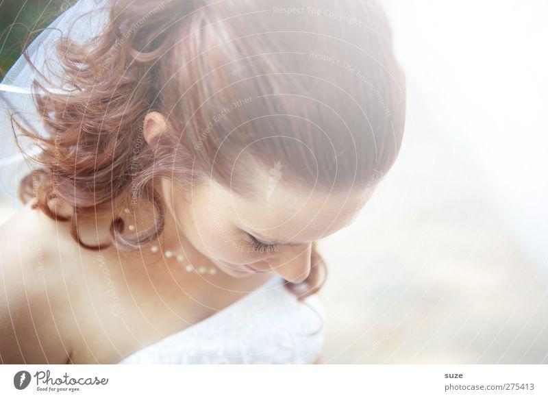 Schneeweißchen Mensch Frau Jugendliche Freude Erwachsene feminin Haare & Frisuren Junge Frau Kopf hell Feste & Feiern 18-30 Jahre Hochzeit leuchten weich