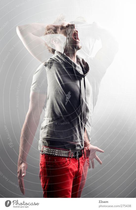 urschrei Mensch Jugendliche Erwachsene Gefühle Bewegung Junger Mann 18-30 Jahre blond maskulin verrückt T-Shirt Kommunizieren festhalten Jeanshose Krankheit Wut